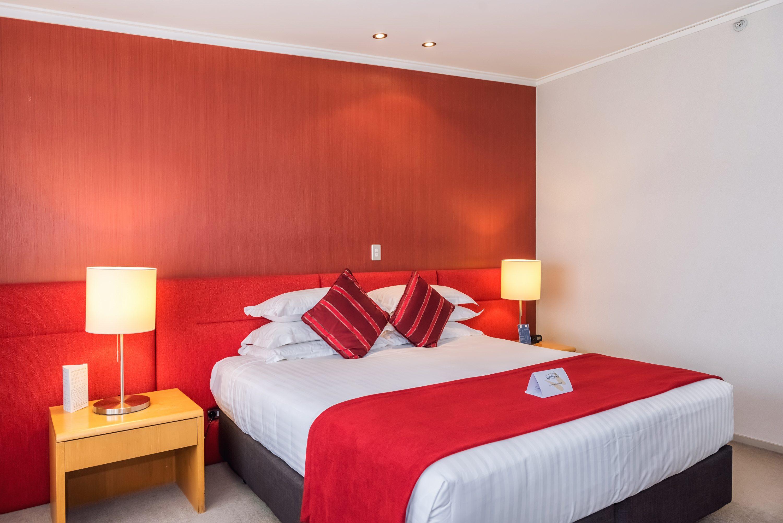 bureau twin room at waipuna hotel conference centre auckland. Black Bedroom Furniture Sets. Home Design Ideas